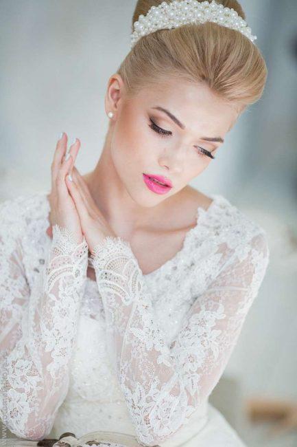 Дополняем образ макияжем и украшениями