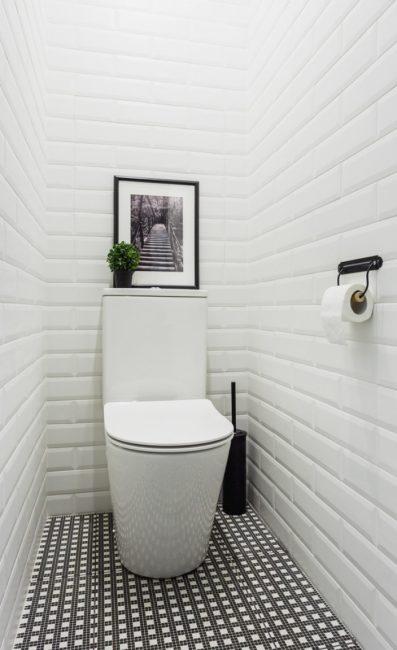 Дешевое и практичное решение для отделки стен в туалете