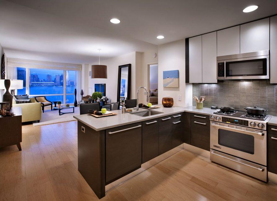 Выделяйте зоны: кухонная и жилая
