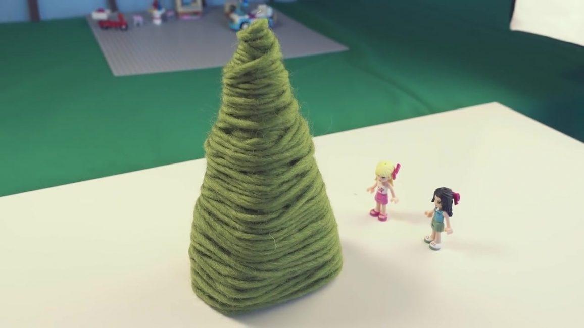 Эту елку можно смастерить ребенку в детский сад