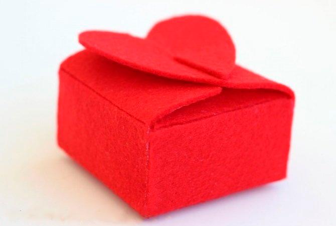 Фетр - отличный выбор, чтобы сделать из него коробку для подарка