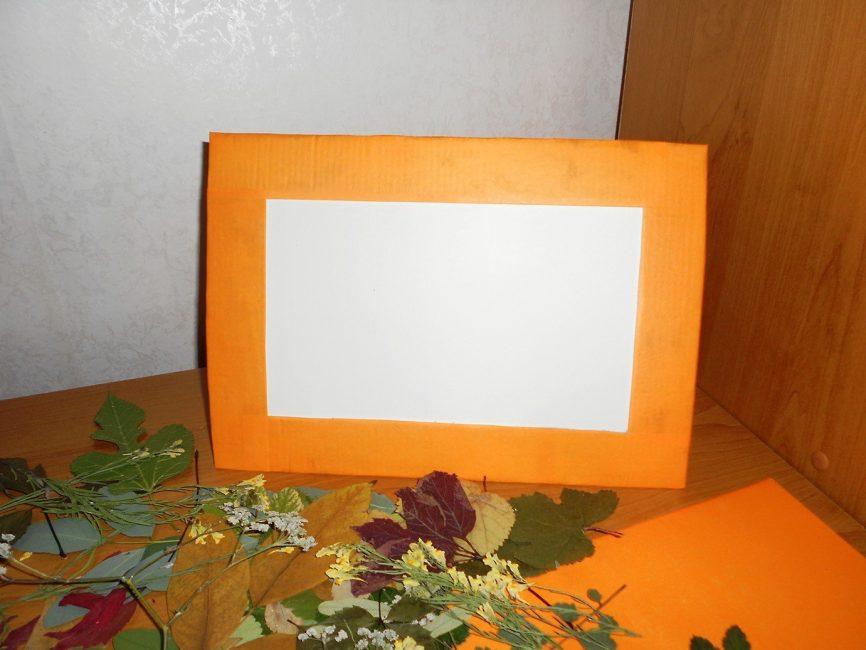 Сделайте рамку из картона