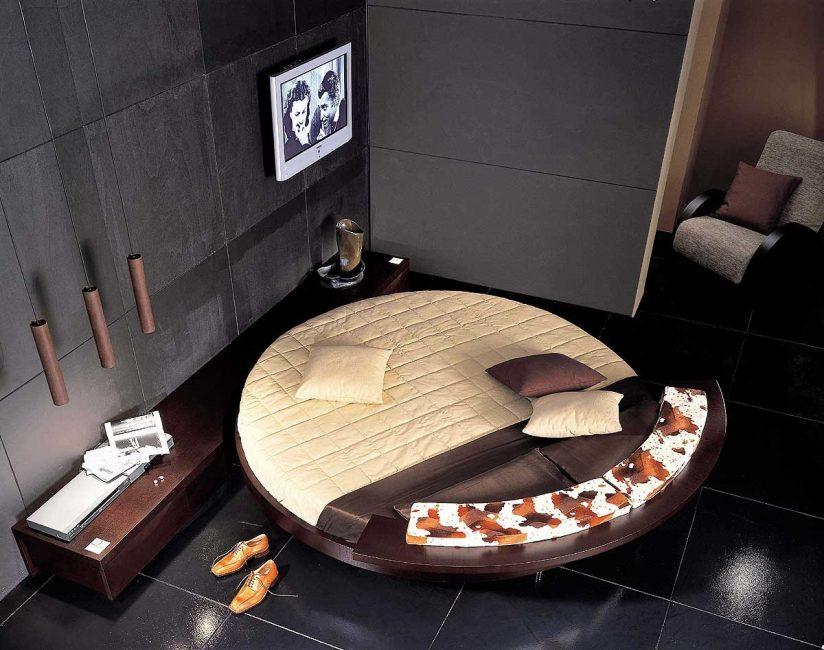 Нестандартный плед для круглой кровати