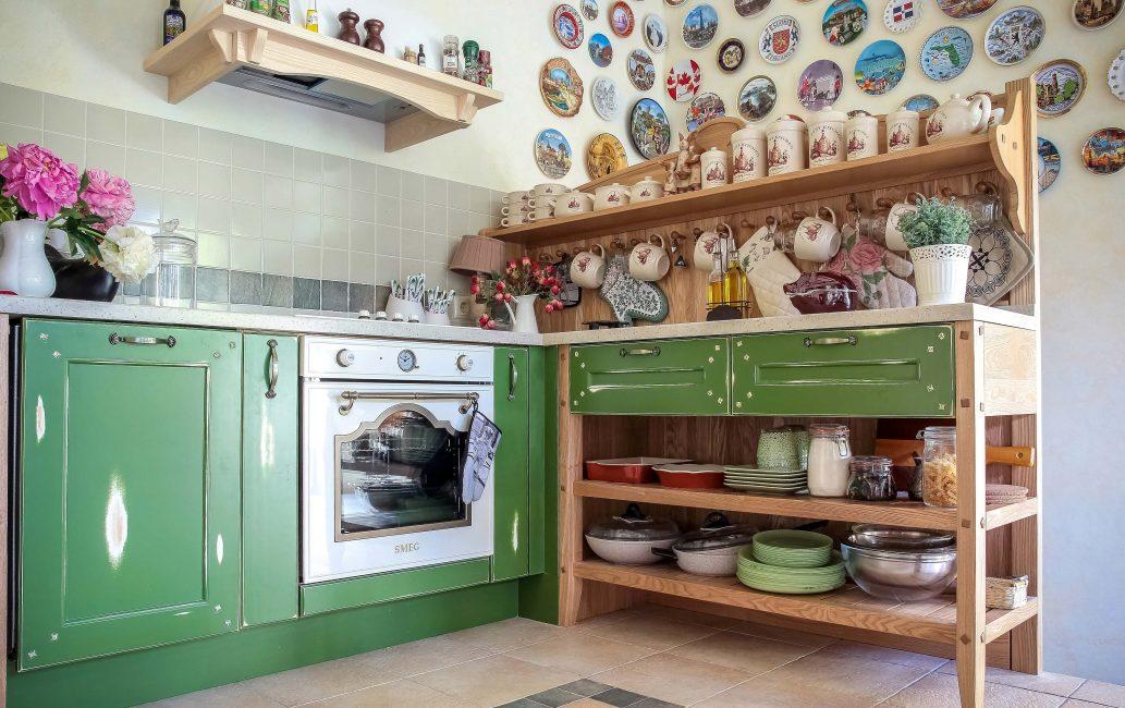 Полка для кухни в стиле кантри