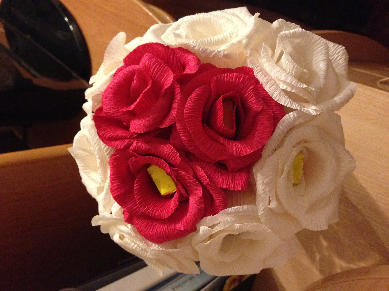 Как делать розы из гофрированной бумаги фото