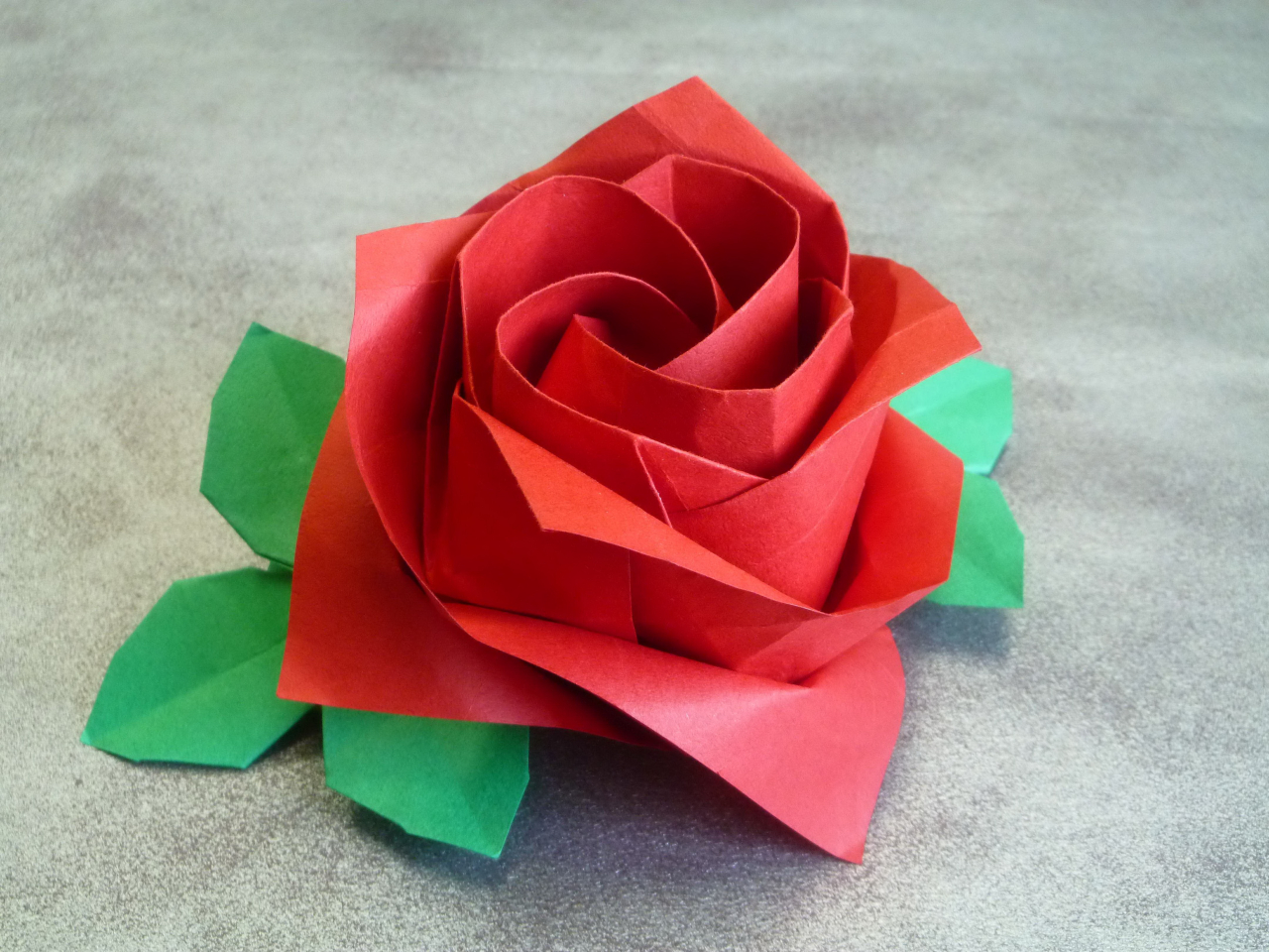 rose paper Green fibrous paper used to make sepals and leaves is from paper zone, paperzonecom for the princess diana rose base color, we used a diluted cream (a mix of white and yellow ochre) for the tips and edges, use diluted permanent rose.