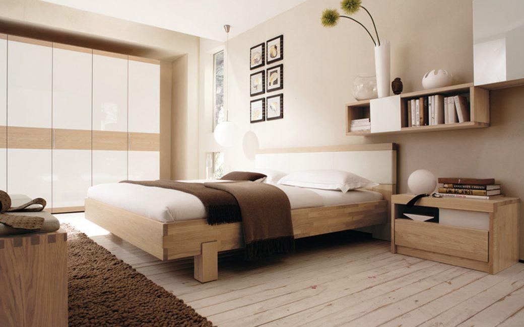 Один из вариантов - деревянный пол в спальне