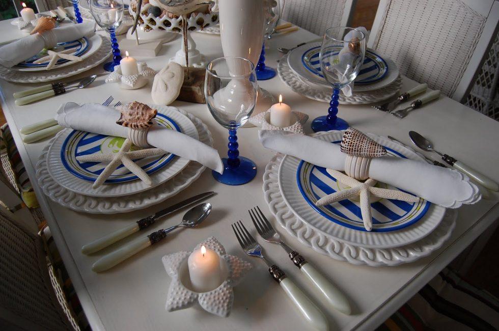 Сервировка в сине-белых тонах