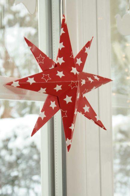 Красная звезда изготовленная в технике оригами