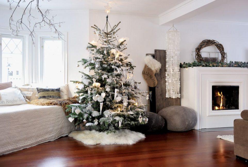 Новогодняя елка в стиль комнаты