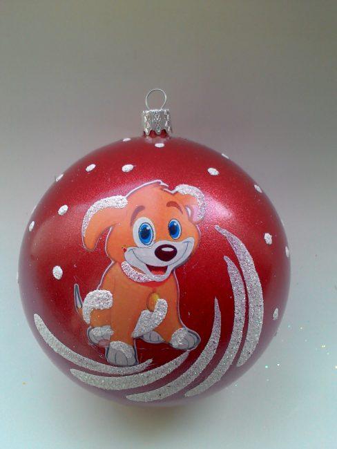 Красный шар с изображением символа года