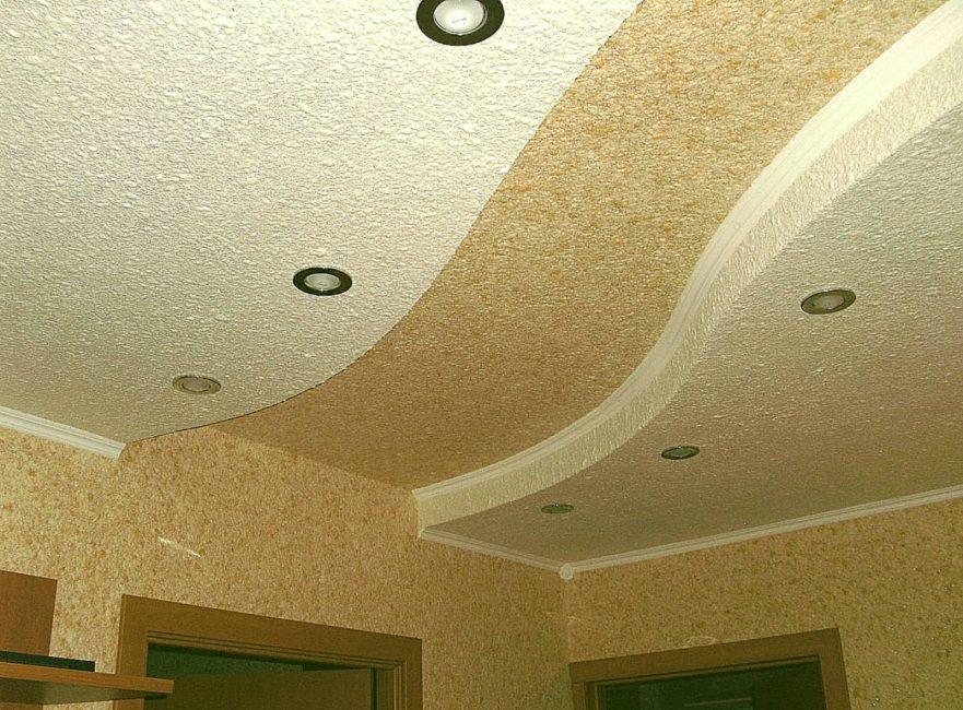 Оформление потолка жидкими обоями