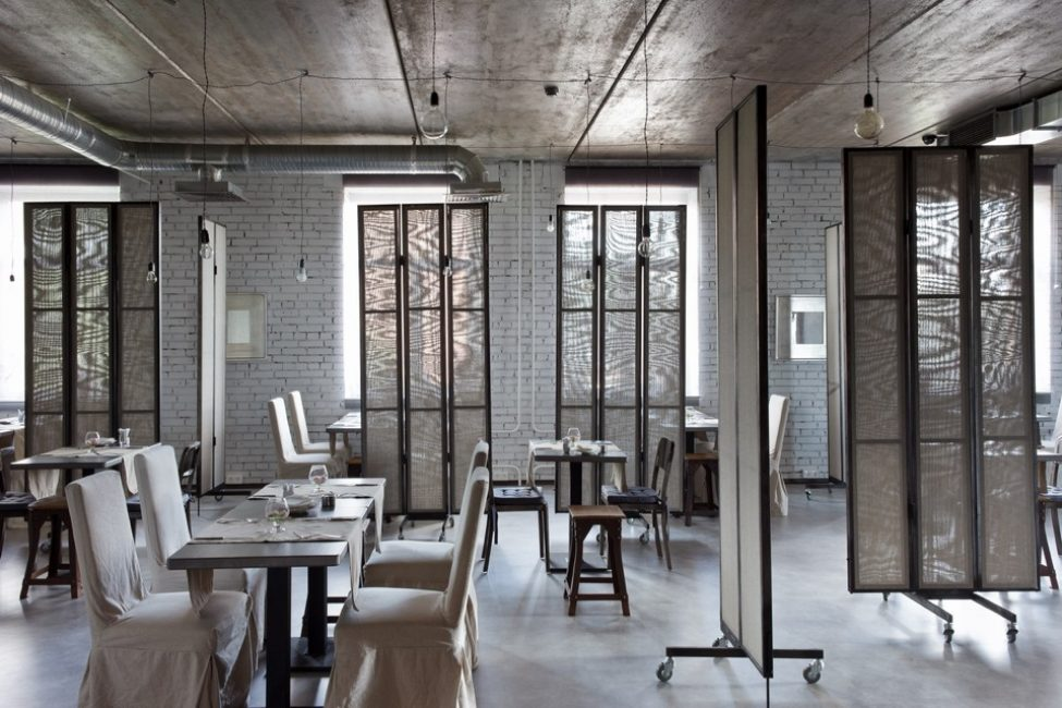 Мебель для ресторана должна быть особенно прочной