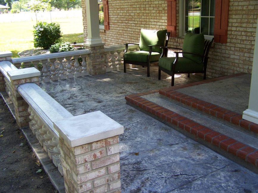 Конструкция из бетона - самый дешевый и универсальный вариант