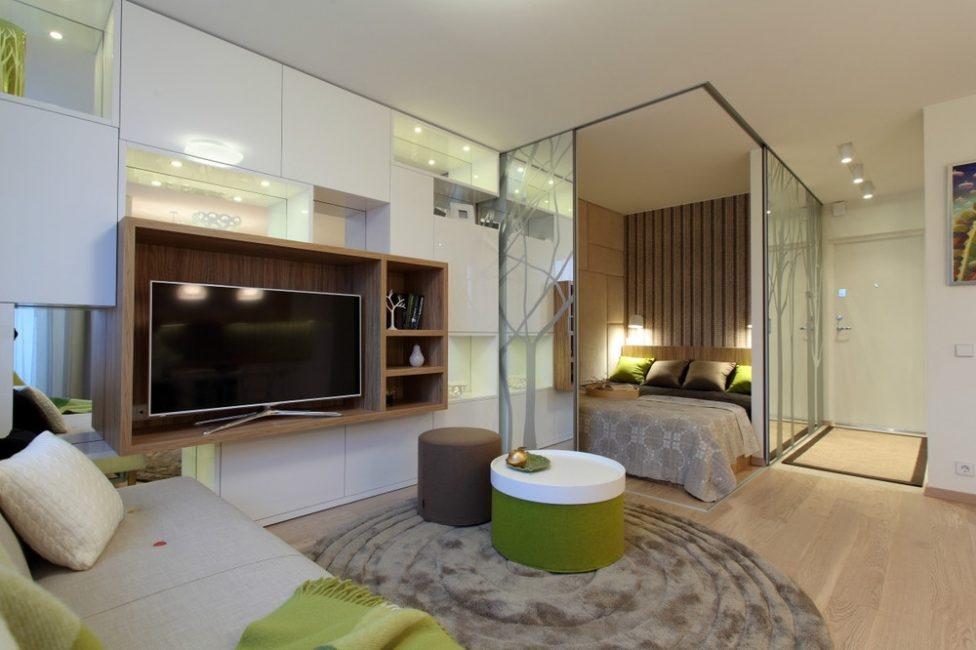 Спальня студия с прозрачными перегородками