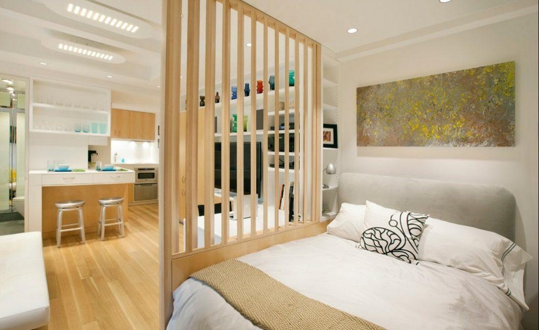 Декоративное разделение комнаты с помощью деревянных балок