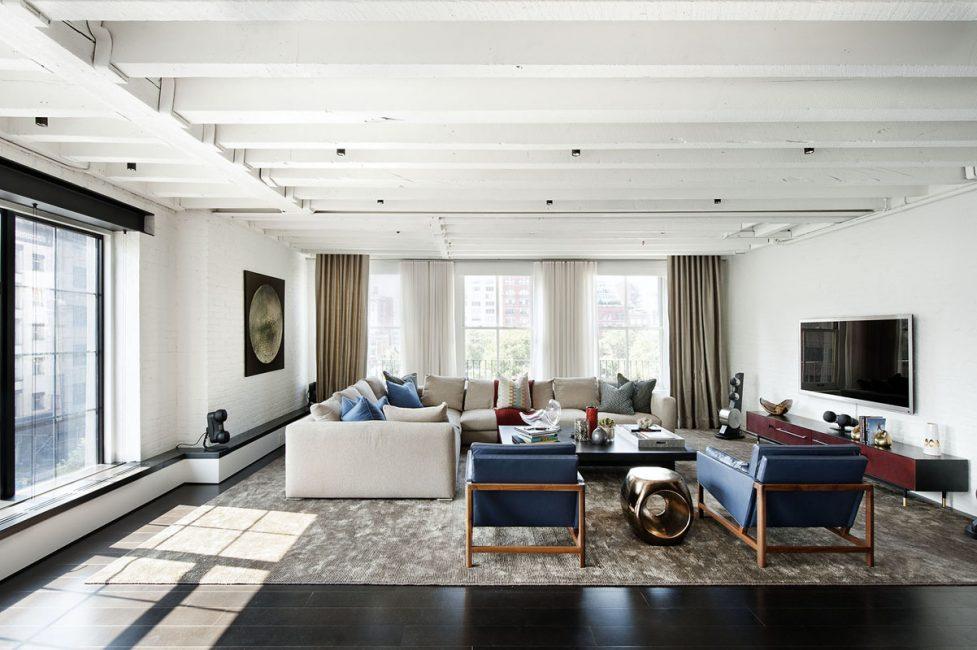 Мебель выбирайте крупную, если даже не гигантскую