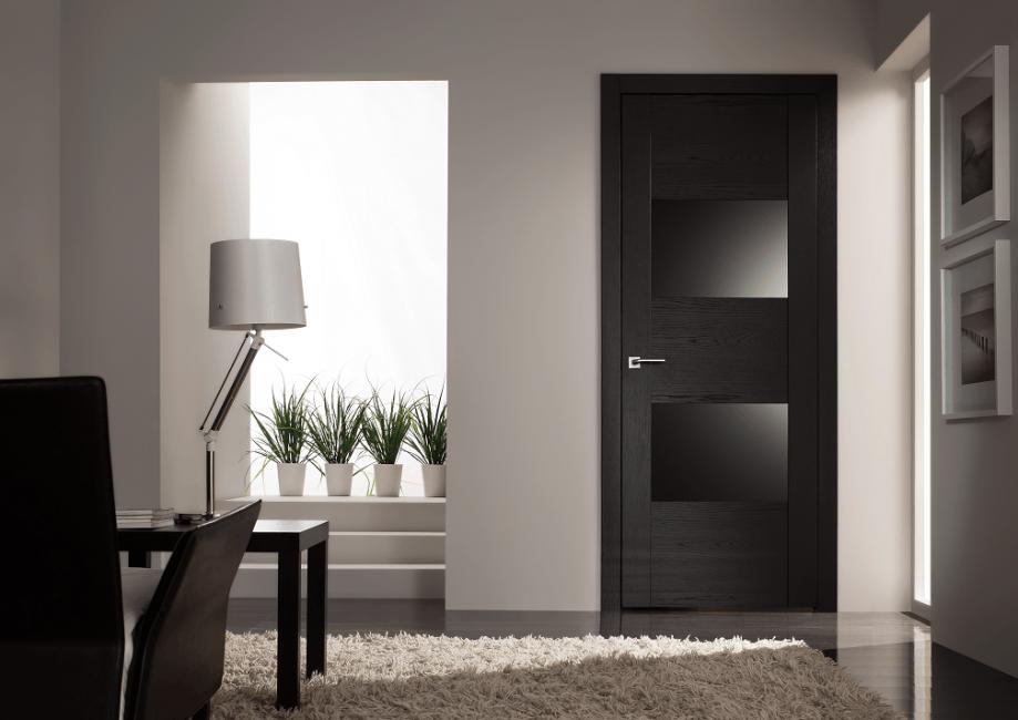 Черная дверь в интерьере