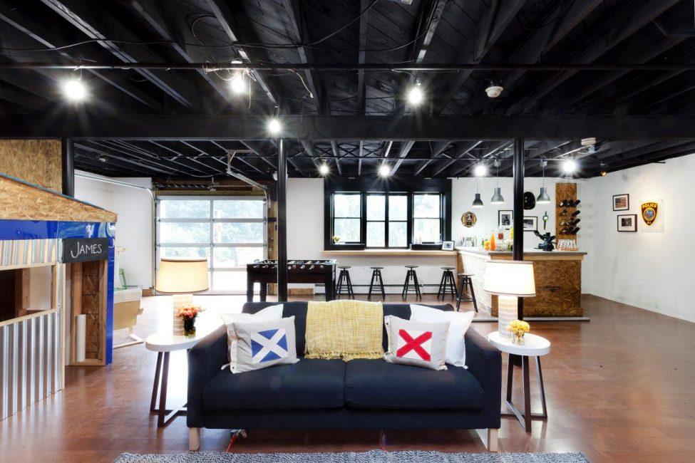 Такой потолок создает загадочную атмосферу, непривычный, неожиданный визуальный эффект