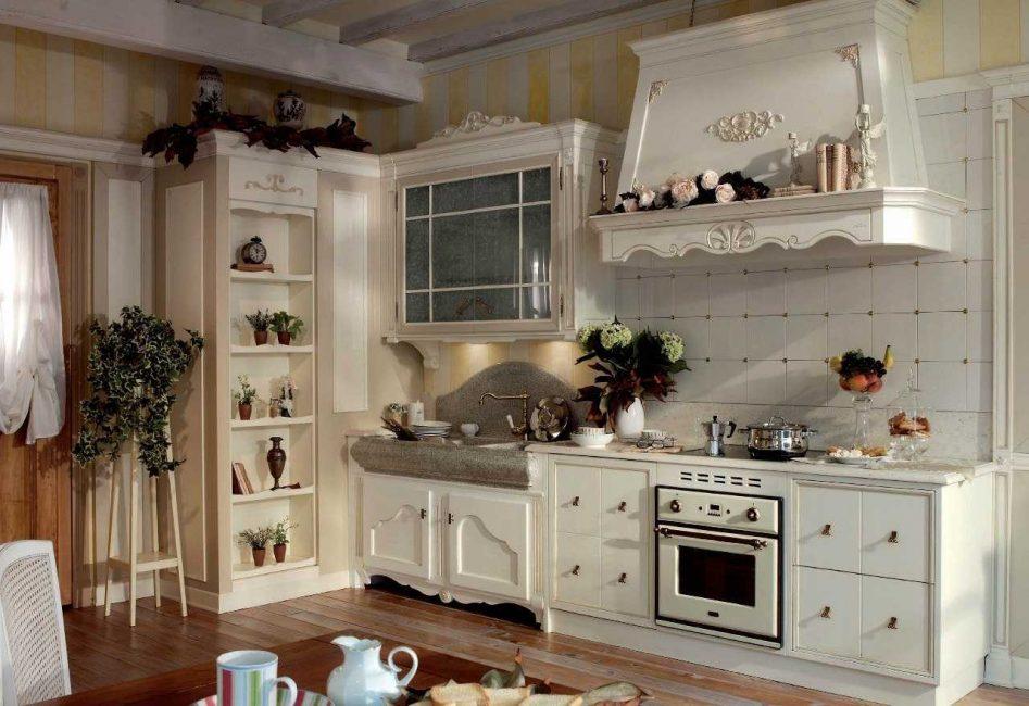 Светлые тона подходят для маленькой кухни