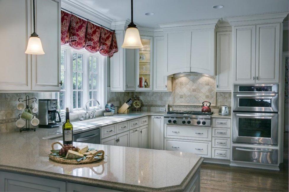 Столешницу лучше брать с искусственным или натуральным гранитом, мрамором или же плиткой