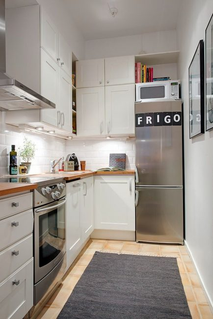 Вариант расположения в углу кухни