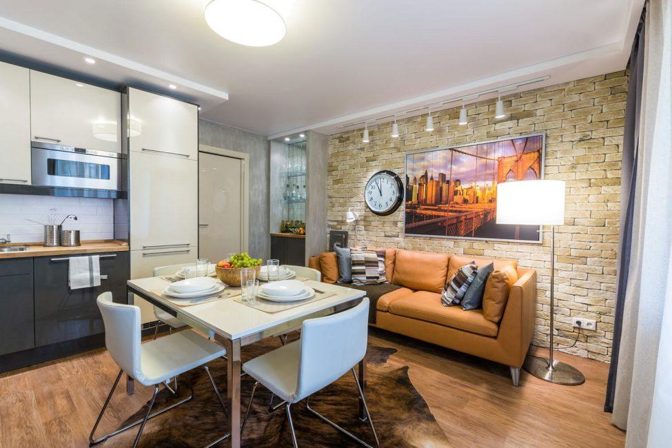 Маленький диван добавит домашний уют обстановке комнаты