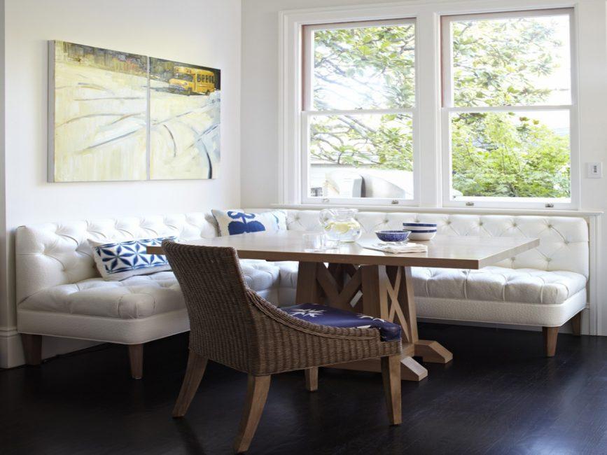 При выборе симпатичного дивана не следует забывать про материал набивки
