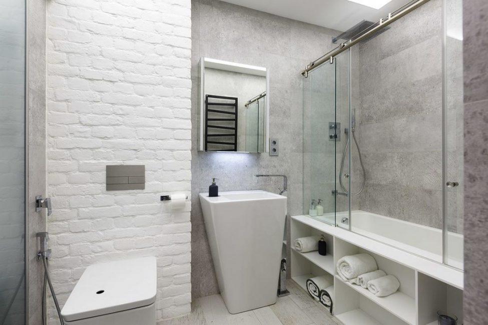 Оптимизация пространства может быть достигнута в ванной комнате благодаря правильному сочетанию элементов