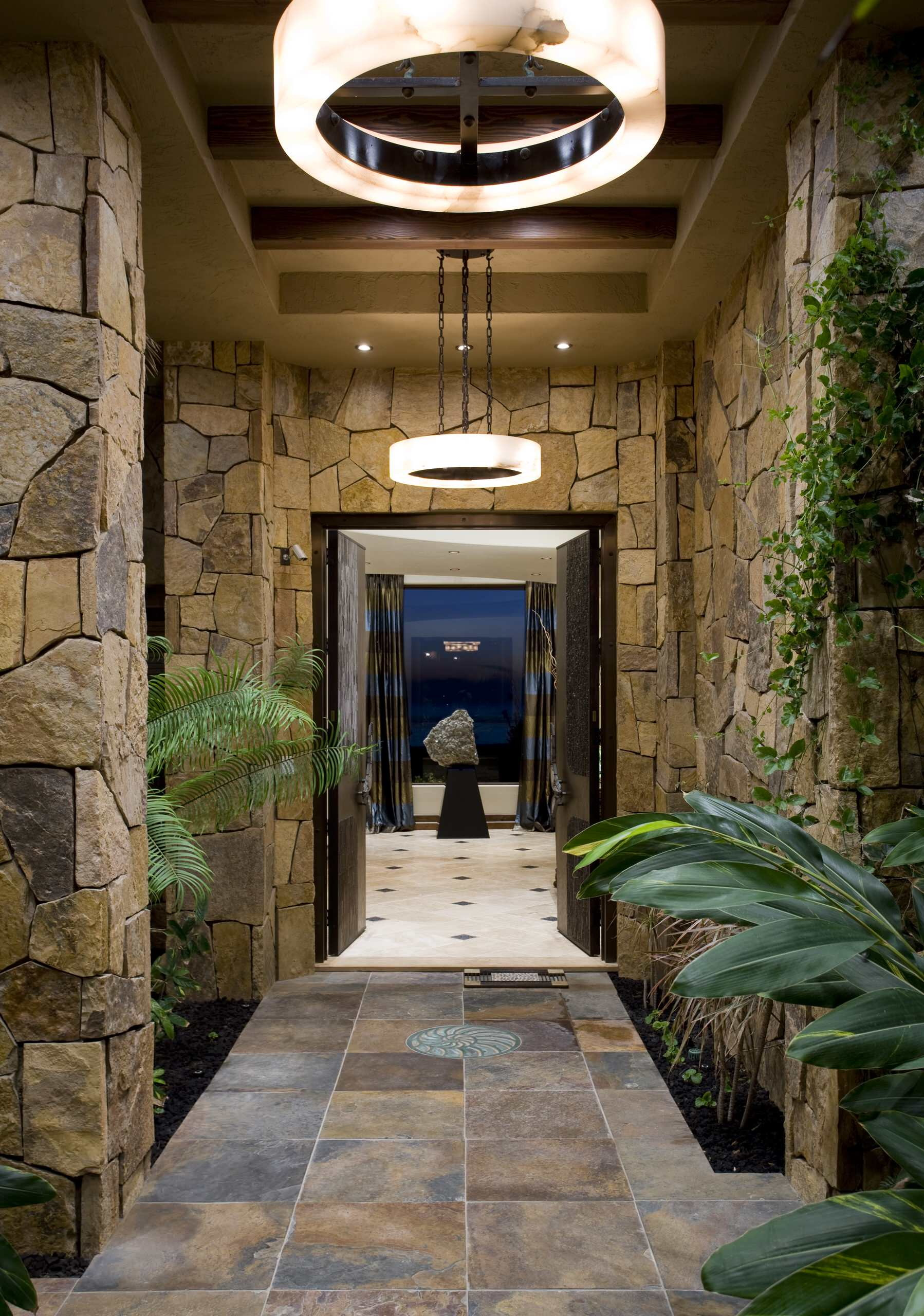 Дизайн коридоров из дикого камня фото