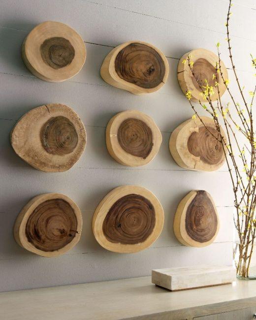 Вариант из стволов деревьев, смотрится очень стильно