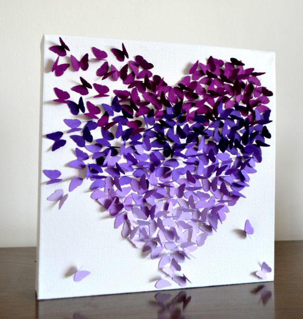 Панно из бабочек в форме сердца