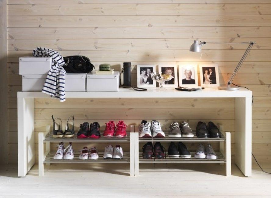 Недорогая и стильная полка для обуви