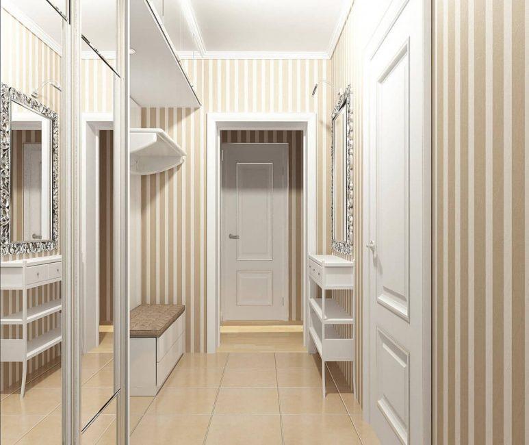 Шкаф-купе для хранения обуви и небольшая полочка для ключей и других подручных вещей