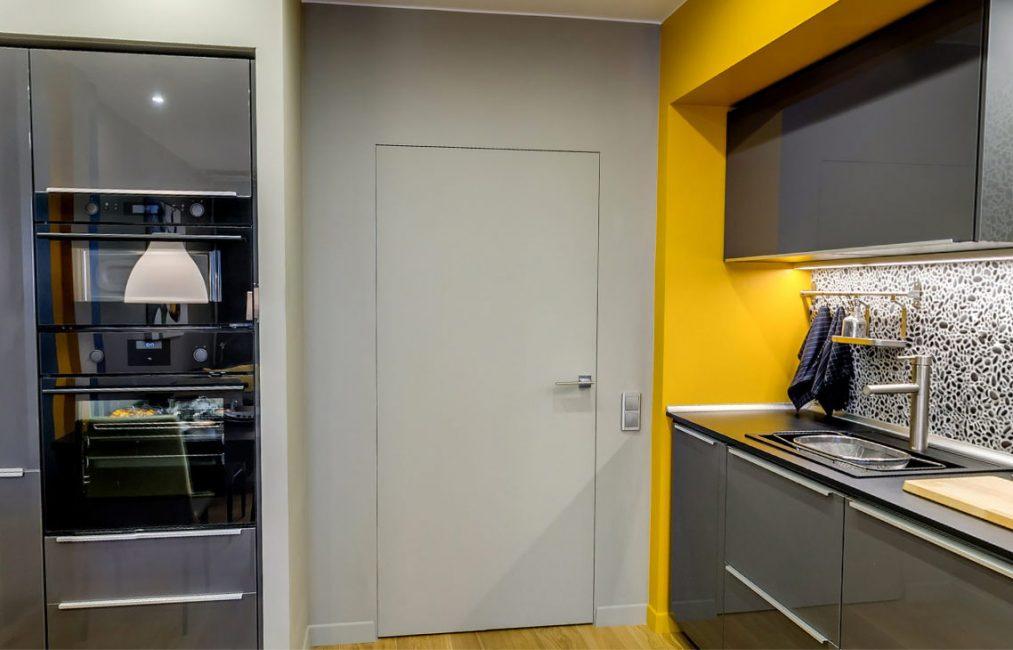 Простой вариант дверей на кухню