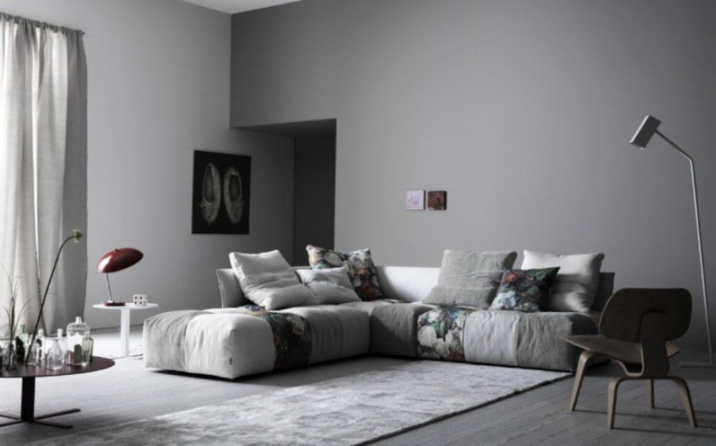 Белый цвет разбавляет основной серый тон и обеспечивает визуальное увеличение комнаты
