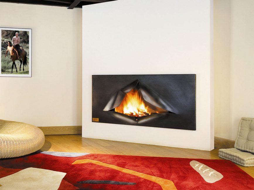 Такие модели также часто напоминают настенную плазменную панель или габаритную картину с пламенем,