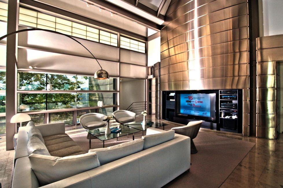 Гостиную в стиле высоких технологий легко отличить от гостиной, оформленной в любом другом стиле