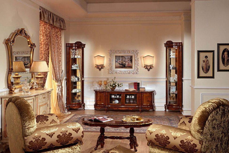 В такой витрине можно поставить посуду, вазу или небольшие декорированные предметы