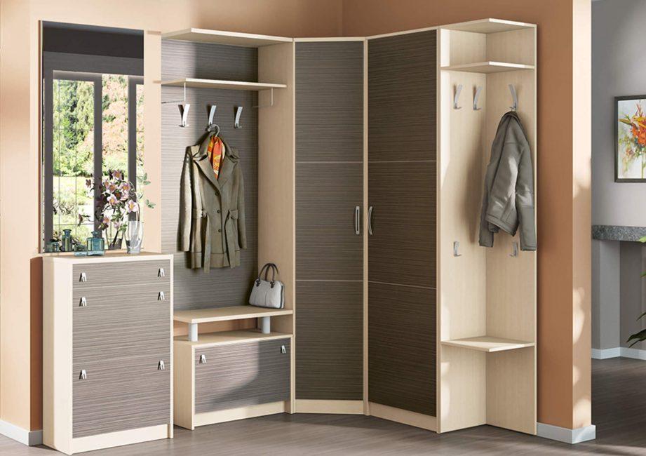 Угловые шкафы особенно актуальны для прихожей