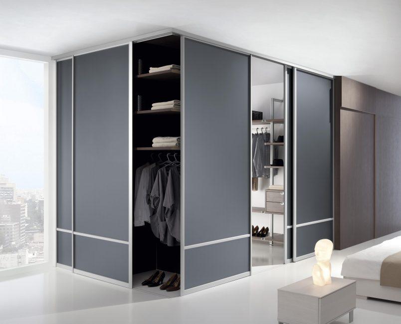 Не просто шкаф, а отдельная гардеробная
