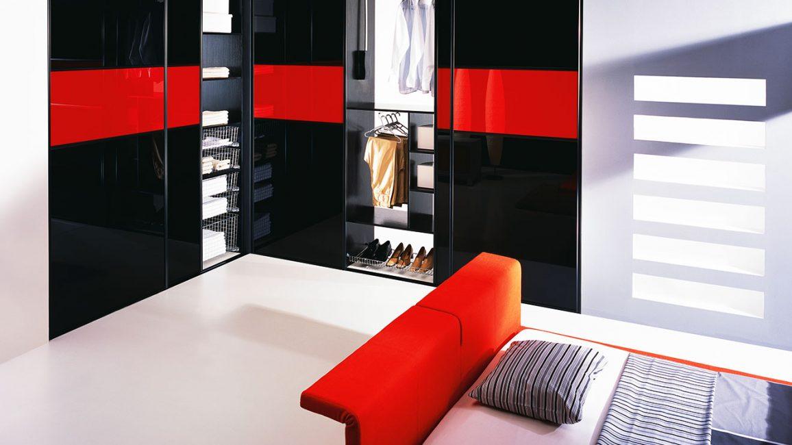 Встроенный шкаф поможет скрыть дефекты комнаты