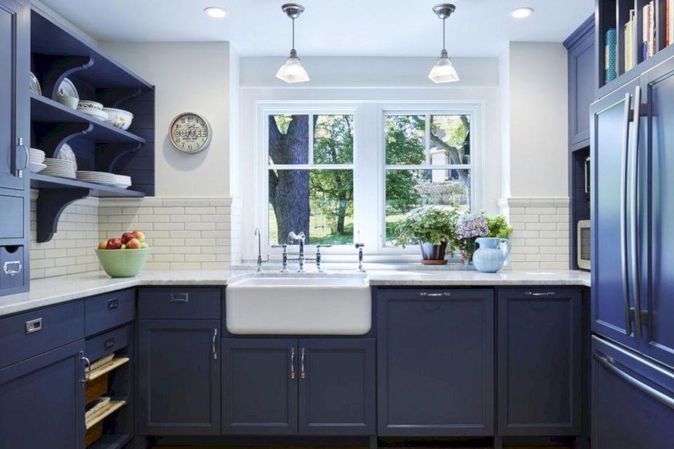 Выбор цвета ночного неба для кухни – это не самое стандартное решение