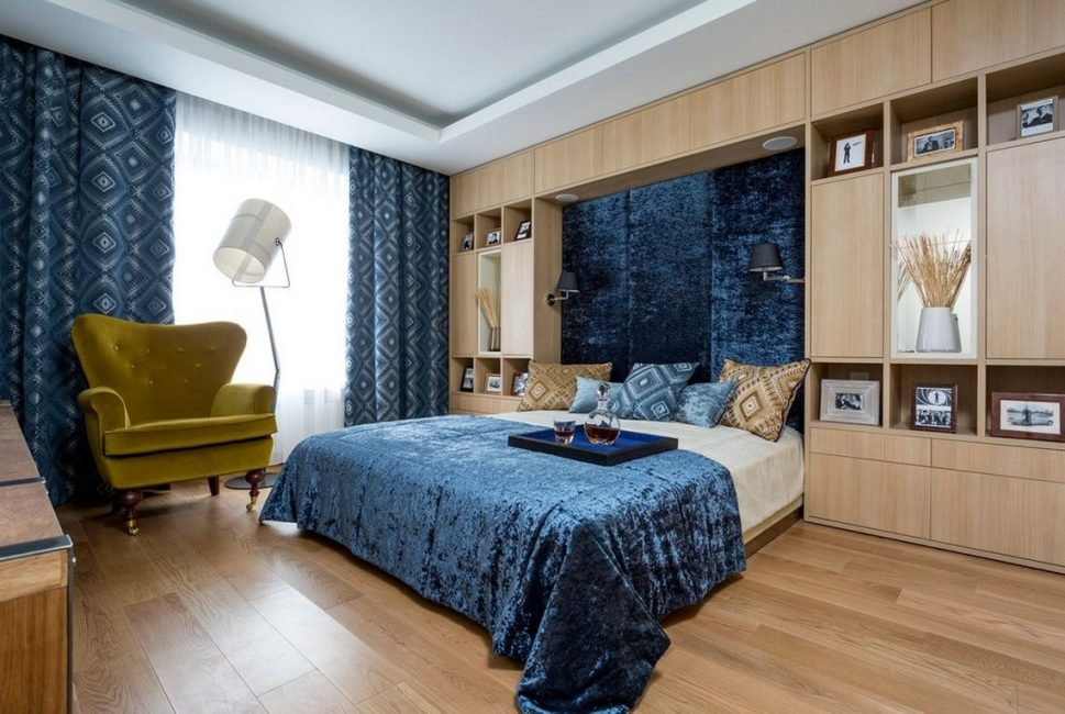 Декорировать спальню таким цветом нужно с осторожностью и умеренностью
