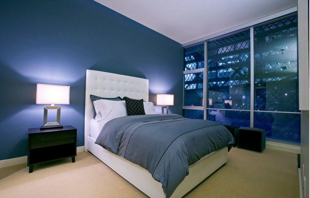 Синий цвет в спальне сочетать с другими цветами