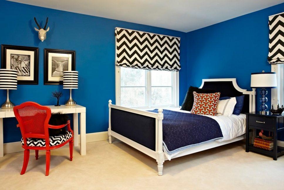 Не стоит выбирать синий для декорирования стен просторных помещений