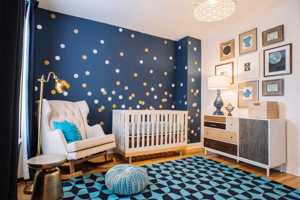 Гармонично смотрятся синие ковры в сочетании с основным белым, желтым, коричневым и бежевым цветом