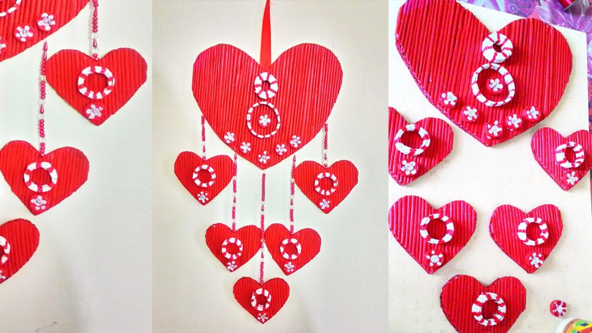 Объемная подвеска из газетных трубочек в виде сердец - красиво и романтично