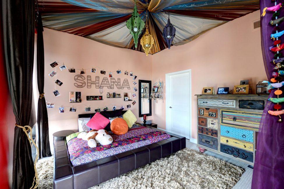 Необычно оформленный потолок в детской