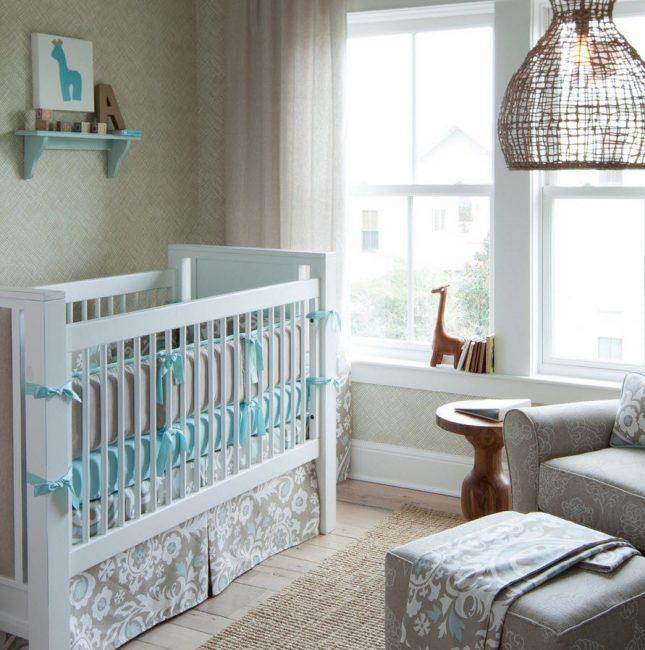 Минимализм в украшении детской кроватки